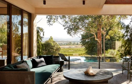 Select And Mix Cushions For The Backyard/Terrace In Correct Approach