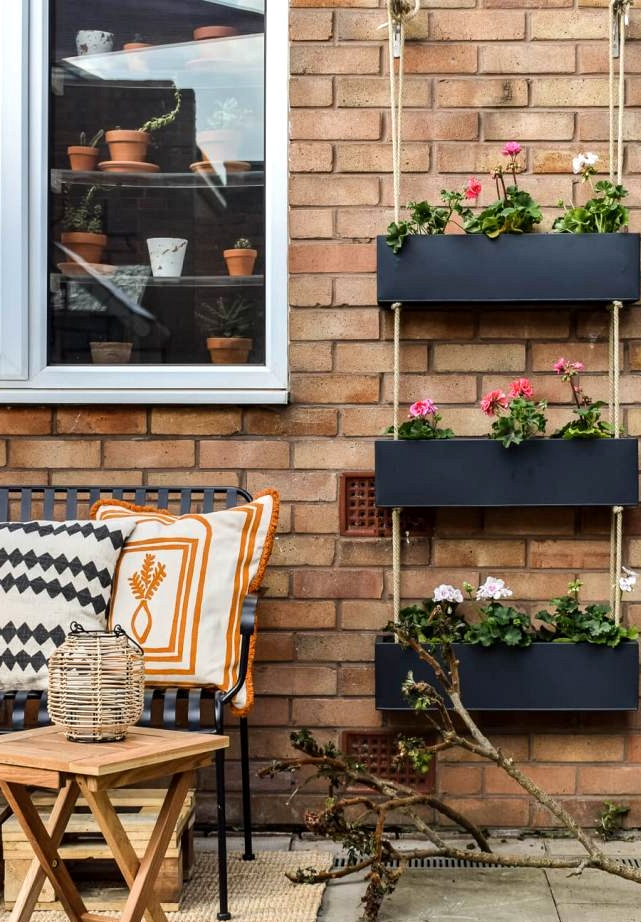This inexpensive DIY hanging planter is the perfect outdoor decor.