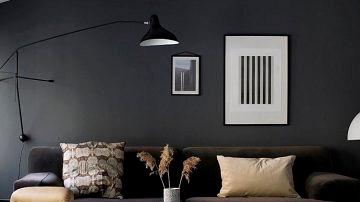 Daring but elegant trendy residence in darkish colours that belongs to Norwegian blogger