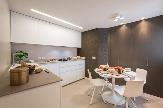 Chromatic Contrasts, Simple And Modern Lines Characterize This Home
