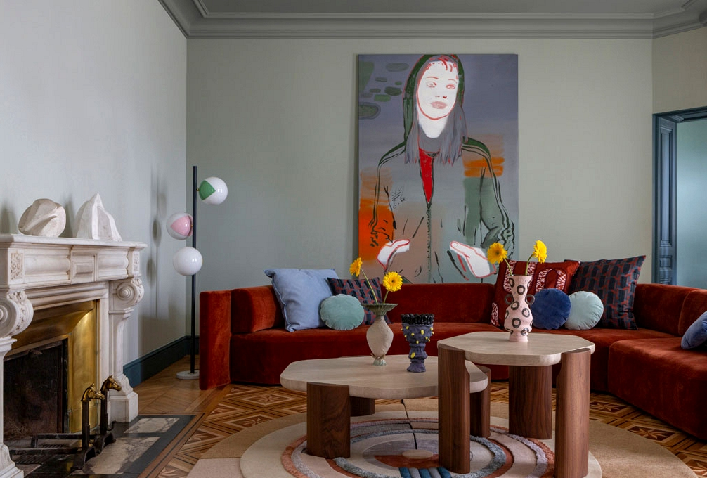 Luscious palette, art work and wonderful chandeliers: terribly vibrant French residence