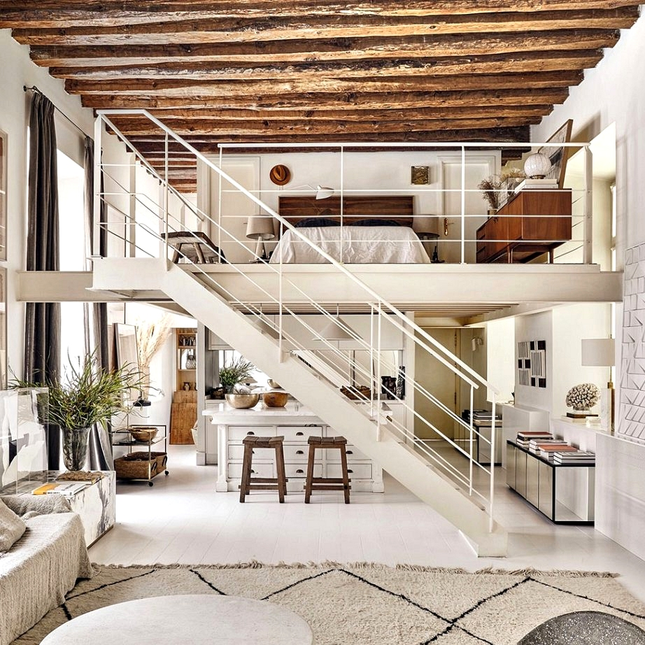Artistic loft with beams and mezzanine in Madrid