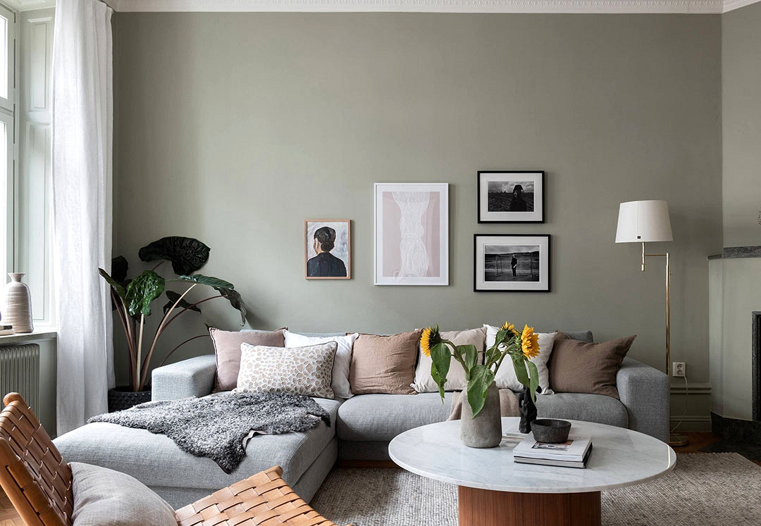 Nice Scandinavian condo with olive partitions and lightweight decor (90 sqm)
