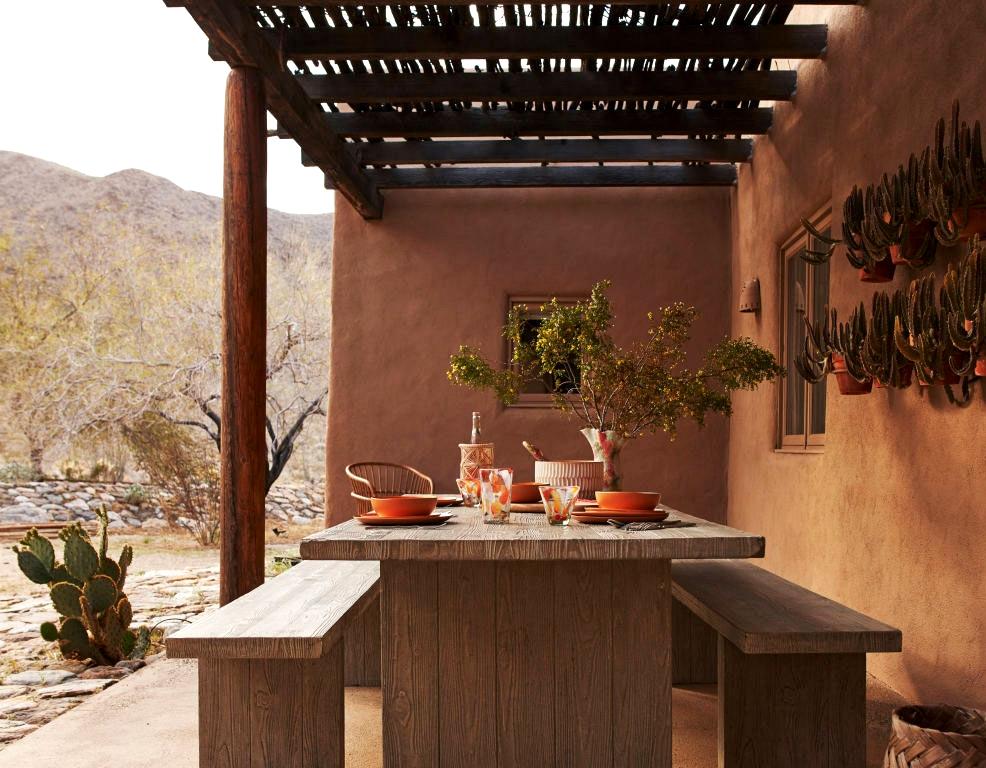 Beneath the new desert solar: brilliant summer time villa by Anthropologie