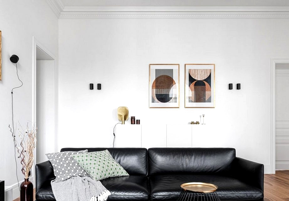Clear traces with black and white decor: shiny condo in previous constructing in Kyiv (75 sqm)