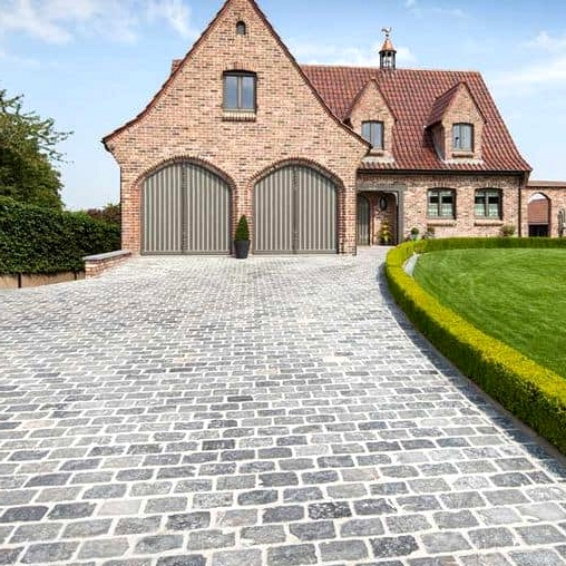 -Try-a-traditional-stone-driveway