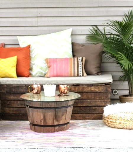 DIY pallet sectional will save you money when decorating your backyard or patio