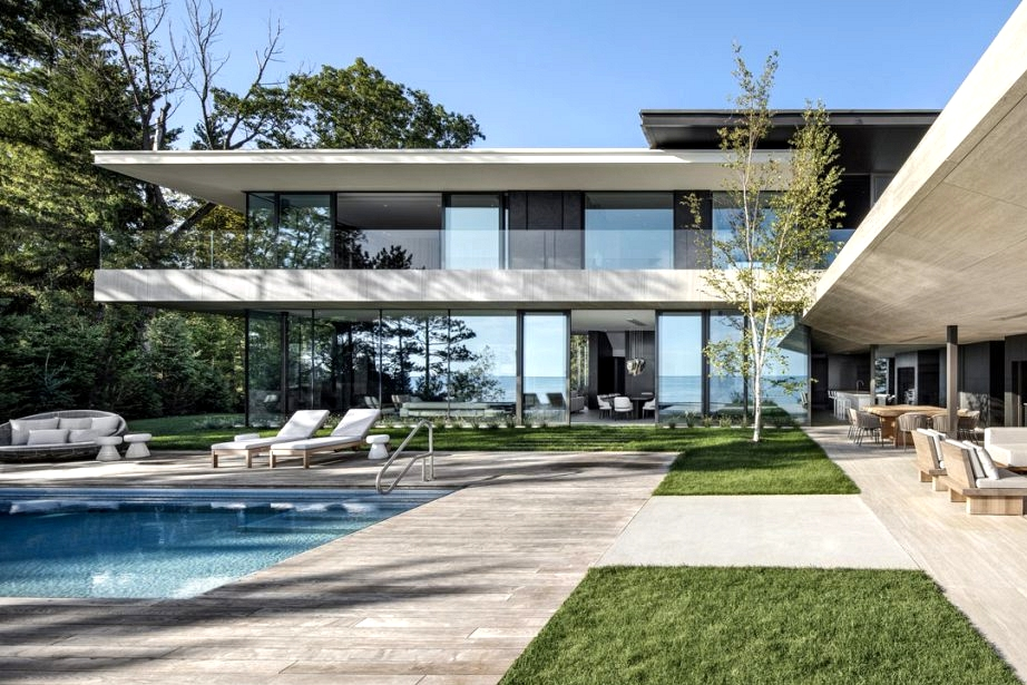Luxurious Fashionable Lakehouse In Canada